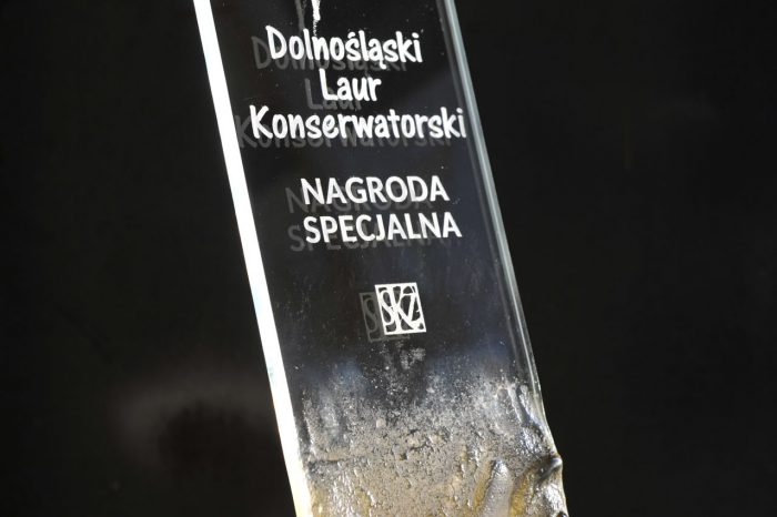 Archiglass Art Glass Prize Szklana Artystyczna Nagroda Statuetka Pion Bent