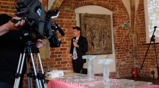 Piękny Wrocław Archiglass Art Glass Prize Szklana Artystyczna Nagroda Statuetka