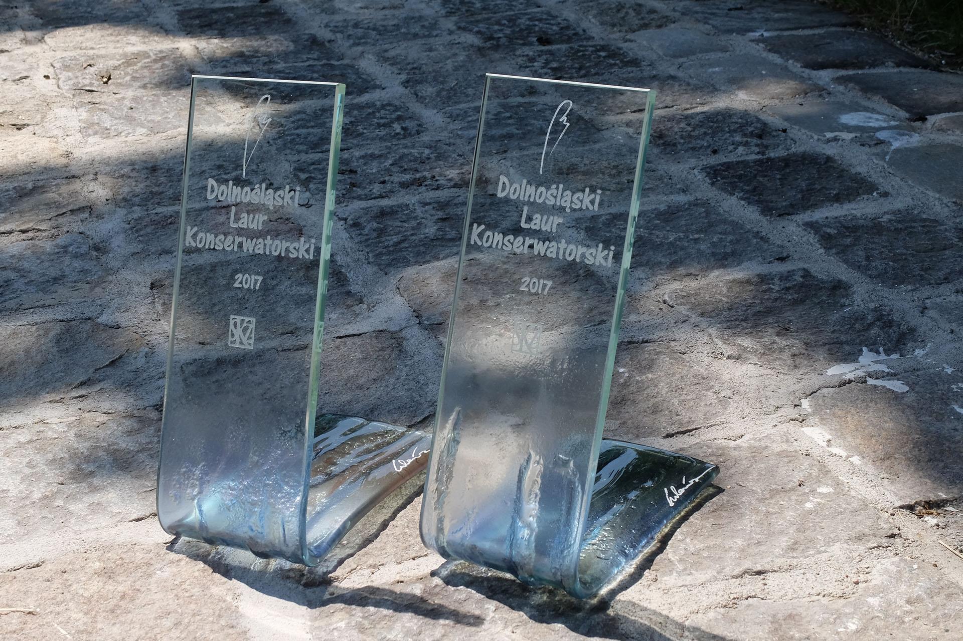 Archiglass Art Glass Prize Szklana Artystyczna Nagroda Statuetka Laur Konserwatorski Pion Bent