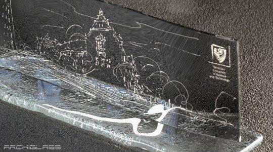 ARCHIGLASS Urbanowicz Rzeźba Szklana Glass Sculpture Bal Charytatywny Politechniki Wrocławskiej Gmach Główny A-1