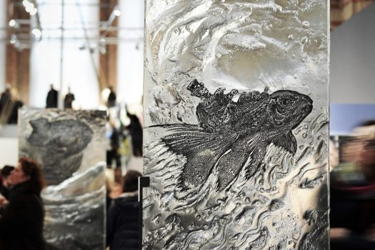 """ARCHIGLASS Tomasz Urbanowicz, prof. Przemysław Tyszkiewicz, Grafika w Szkle Artystycznym. Prints in Glass Art. """"3000 lat gwarancji"""" Corsydiany. Aquarius"""